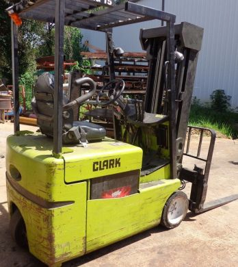 CLARK ELECTRIC FORKLIFT TMG15 - SIDE SHIFTER AND KODIAK 18K865B1 CHARGER USED